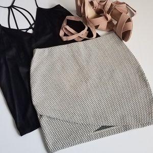 NWT H&M   Black and White Mini Skirt (A40)